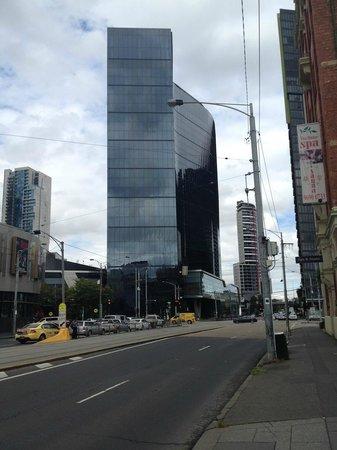 Crown Metropol Melbourne: Hotel exterior