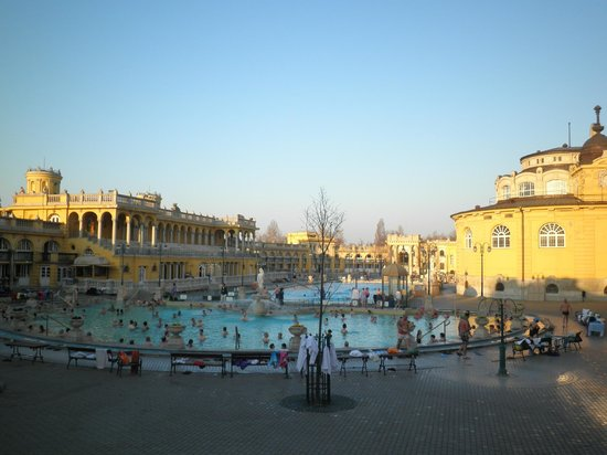 Széchenyi Baths and Pool : find the wave!