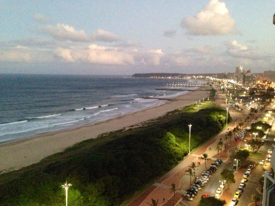 Blue Waters Hotel: Beautiful sunset in Durban from the top floor.