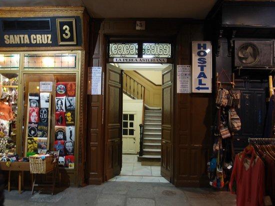 Hostal la Perla Asturiana: 入口