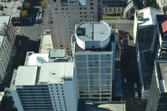 Rydges Auckland: Rydges Hotel as seen from the Sky Tower