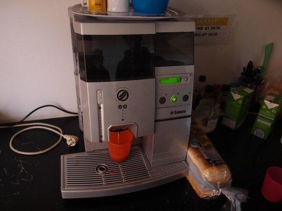 Vistas de Lisboa Hostel: コーヒーマシン
