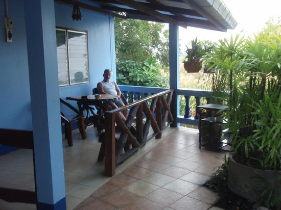 Pong Phen Guesthouse and Bungalows: En trevlig bungalow vid sidan om River Kwai