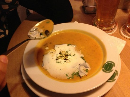 Salm Bräu: Kurbissuppe