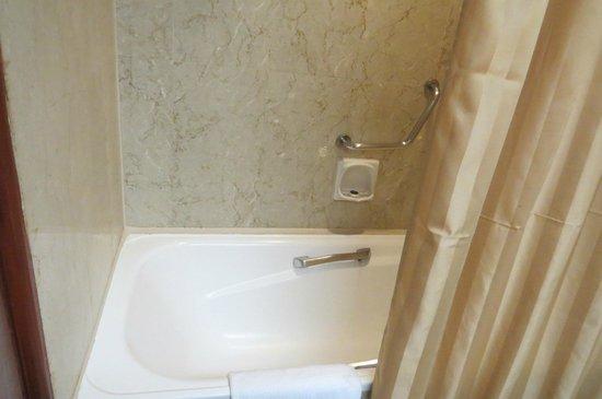 Melia Kuala Lumpur: Bathtub