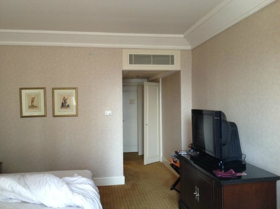 Crowne Plaza Hotel Jakarta: 部屋 窓側から撮影