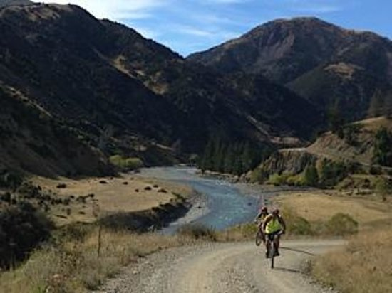 Molesworth High Country Tours: Rainbow valley