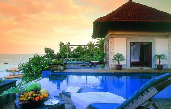 Banyan Tree Bintan: where infinity pool falls off
