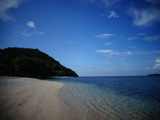 Pearl Beach Resort: Walk around the Island