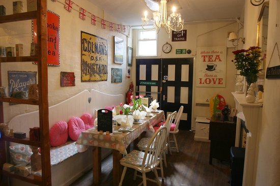 Bay Tree Tea Room/Restaurant: Lovely table set for lunch