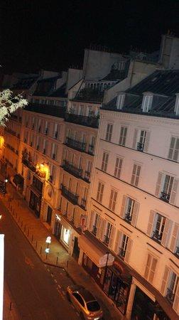 Brittany Hotel: Вид с балкона - левая сторона.