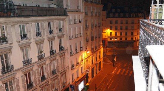 Brittany Hotel: Вид с балкона - правая сторона.
