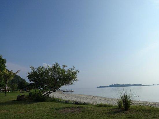 Pearl Beach Resort: Beach and Snorkeling Area