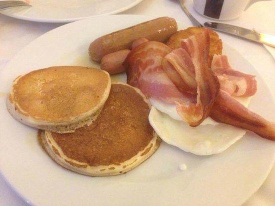 PortAventura Hotel PortAventura: Uno de los muchos platos del desayuno