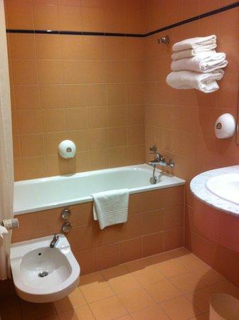 Maison Rouge Hôtel: salle de bain