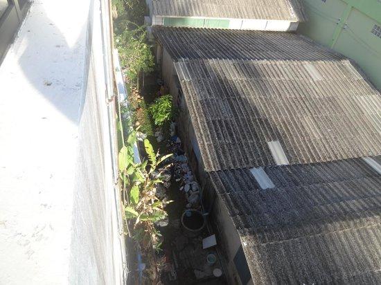 Surin Sweet Hotel: outside room window