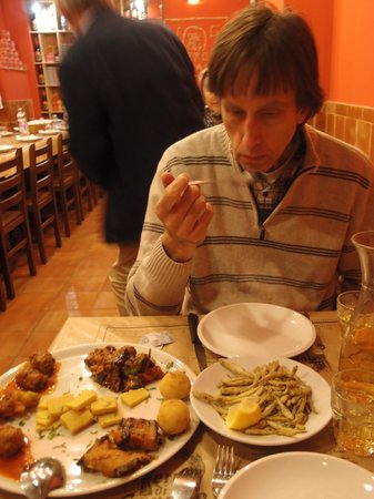 Ferro di Cavallo: Steve eating a selection of starters.