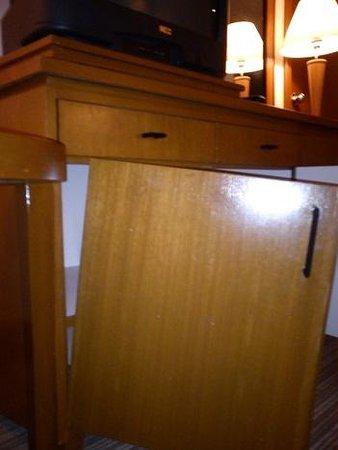 Grand Seasons Hotel: broken cupboard