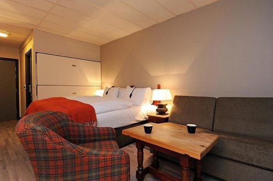 Hunderfossen Hotell & Resort: En av våre Premium rom med nedfellbar køyeseng og sovesofa.