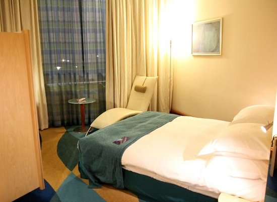 Radisson Blu Hotel Krakow: Weird bed position
