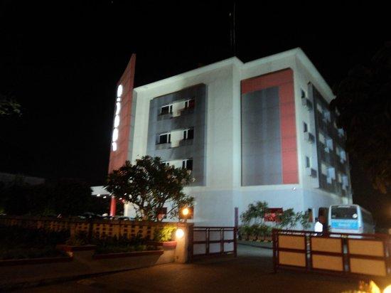 Ginger Nashik : Hotel At Night View