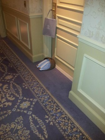 Four Seasons Hotel George V Paris : Начищенные ботиночки
