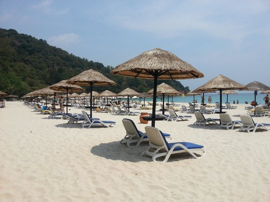 Le Meridien Phuket Beach Resort: private beach