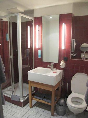 Auszeit Hotel Dusseldorf : Чистная ванная комната