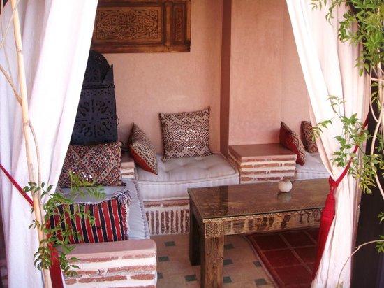 Riad Jona : outside covered seating