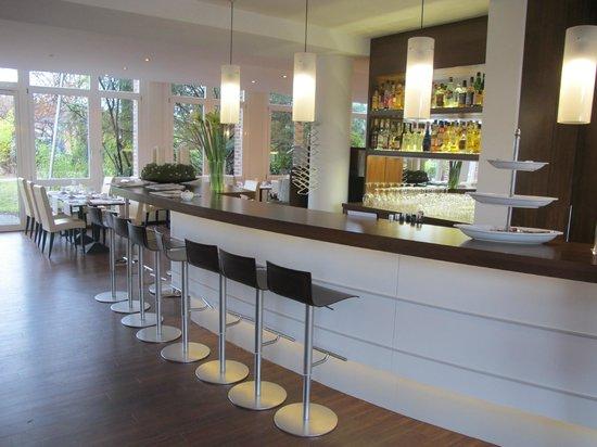 Auszeit Hotel Dusseldorf : Отельный бар