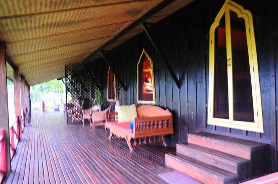 Soulmates Retreat: Our front porch - brilliant!