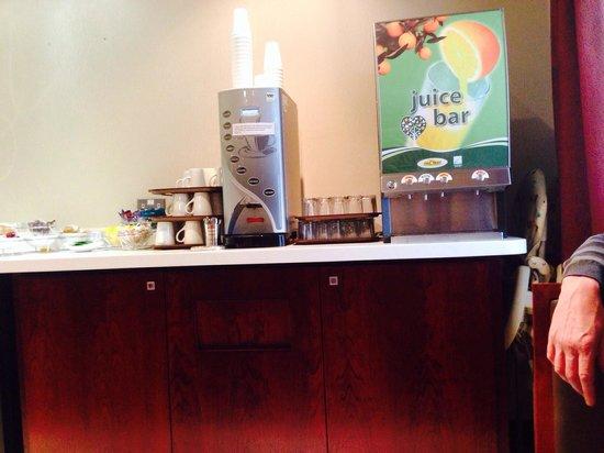 Holiday Inn Express York : Coffee & juice