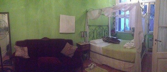 Our green room at Petit Hotel El Vitraux!