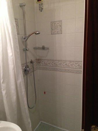 Hotel San Moise: BATHROOM