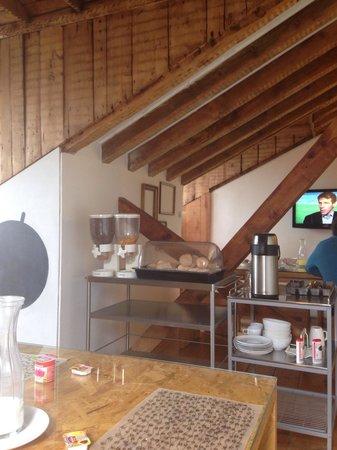 Passport Lisbon Hostel: Breakfast area