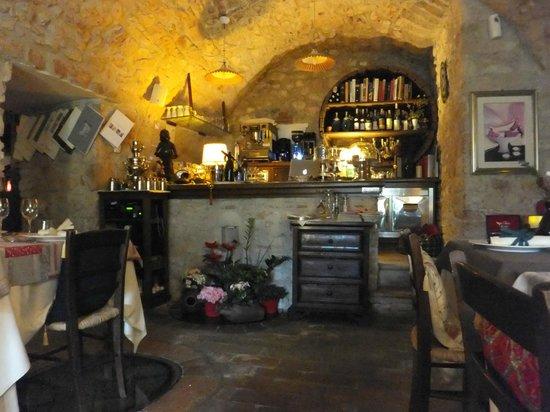 Ristorante La Cantina : Il bancone da bar e cassa
