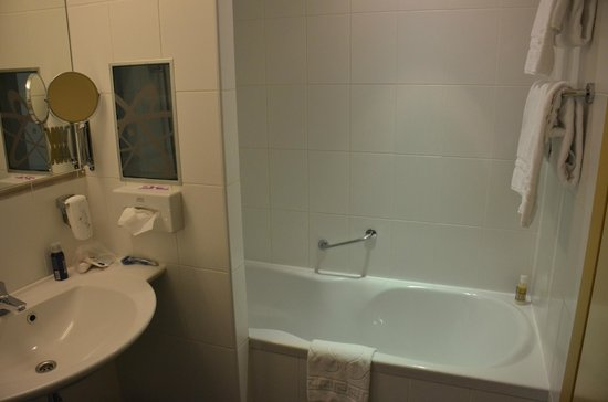 Albert Hotel : The ergonomic bathtub. You won't want to get out