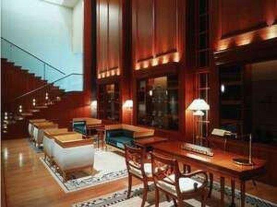 Kanazawa New Grand Hotel Annex: 1階ロビー