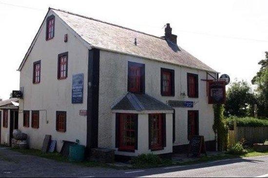 Penllwyndu Inn: Outside