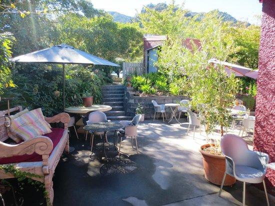 Banco Espresso @ Home: Banco Espresso outdoor courtyard