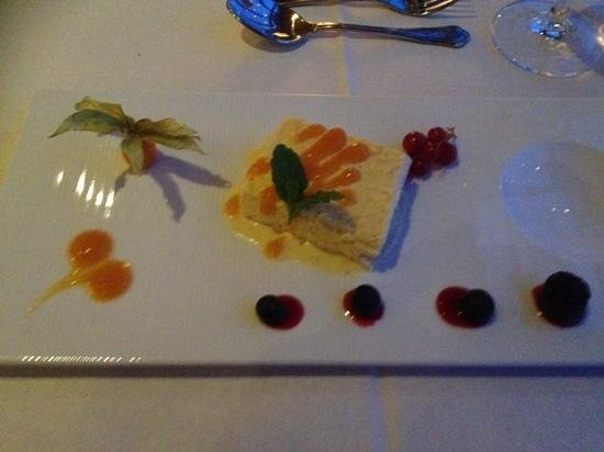 Restaurant Nansen: Cloudberry Ice Parfait