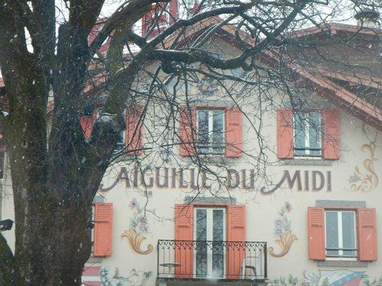 Hotel l'Aiguille Du Midi: Front of hotel