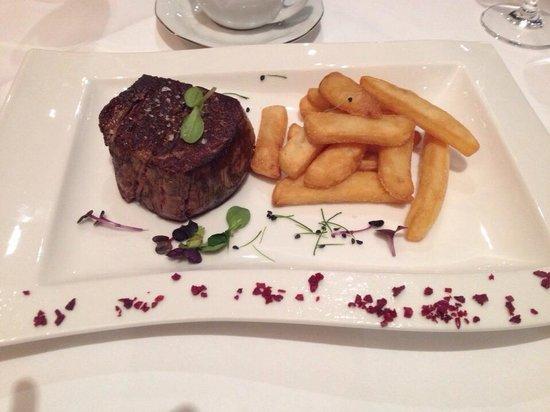 Gourmet Club : Filet Mignon, Grilled finest centre part of tenderloin (USDA)