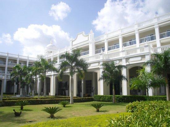 Hotel Riu Palace Bavaro: Main building