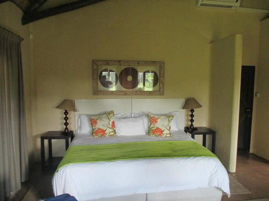 Kariega Game Reserve - River Lodge: Nice bedroom