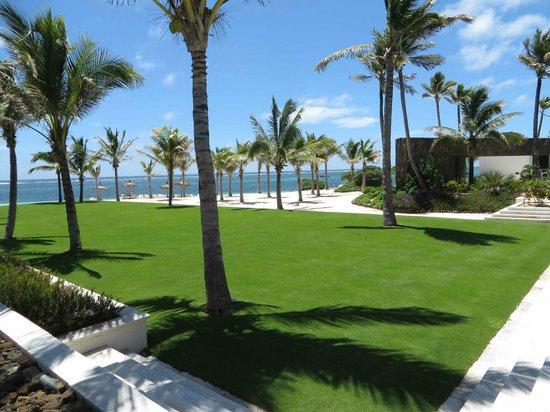 Long Beach Golf & Spa Resort: the lawn