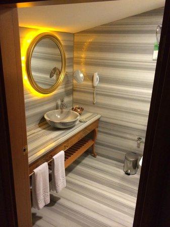 Hotel Sultania: Nice and neat bathroom