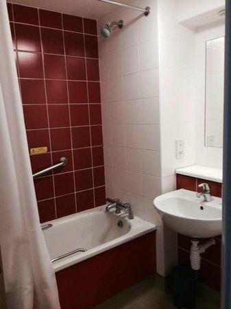 Travelodge London Central Southwark : Bathroom 2