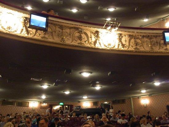 Les Miserables London: 劇場