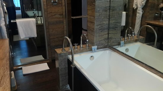 ITC Grand Chola, Chennai: The bath area is well appointed